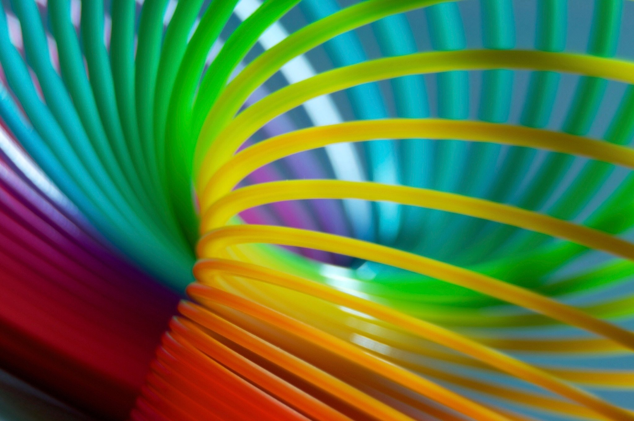 slinky-elastic-flexible-colorful