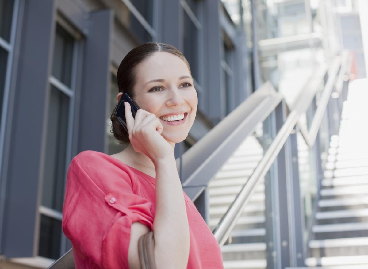 australia-woman-phone-calling-outside-657795-edited