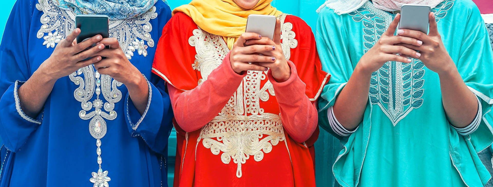 UC-Indonesian-Market-Ladies-Phone