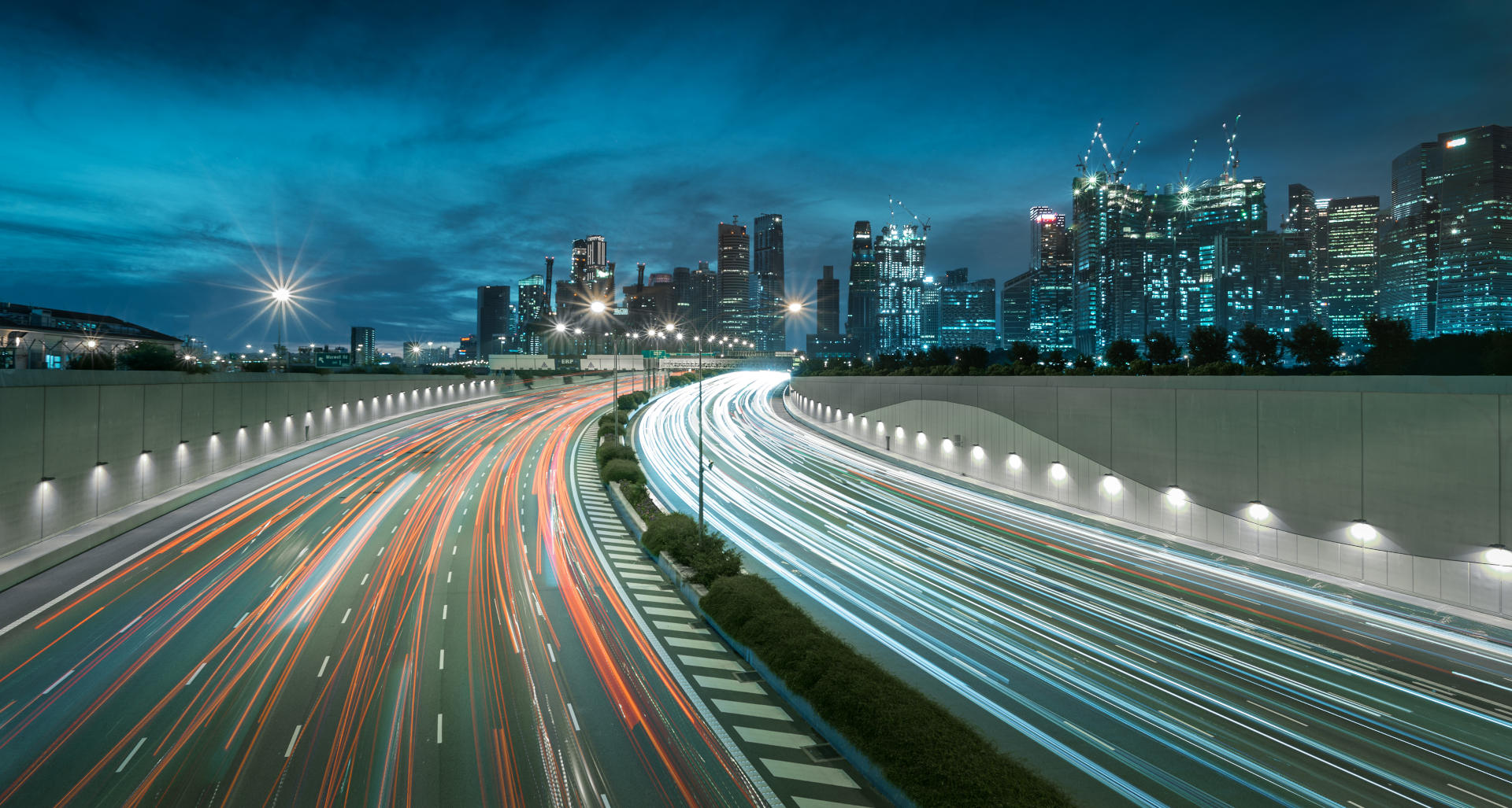 downtown-singapore-fast-car-5g-asia