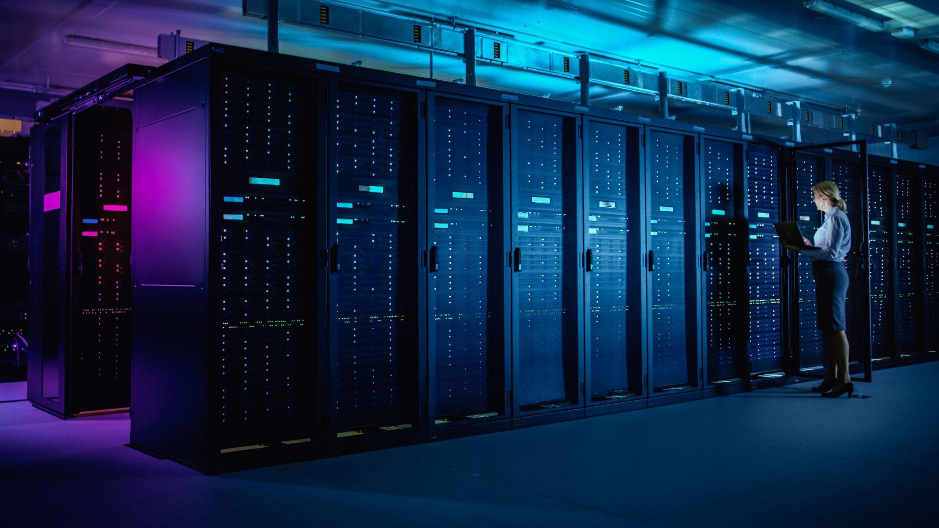 webscale-datacenter-woman-laptop